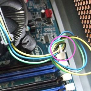 CPUファンのケーブルを接続